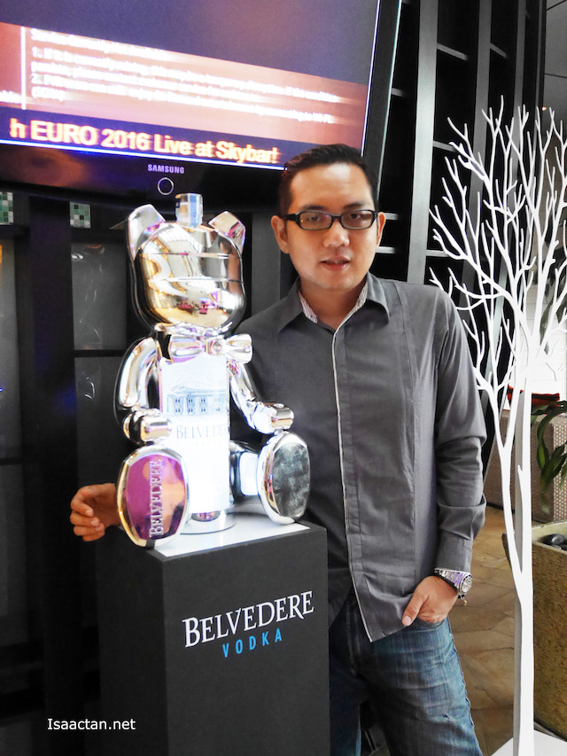 A shot with the very cool, chrome Belvedere Bear