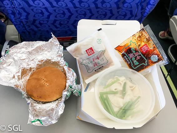 Comida china en avion chino de Xian a Guilin