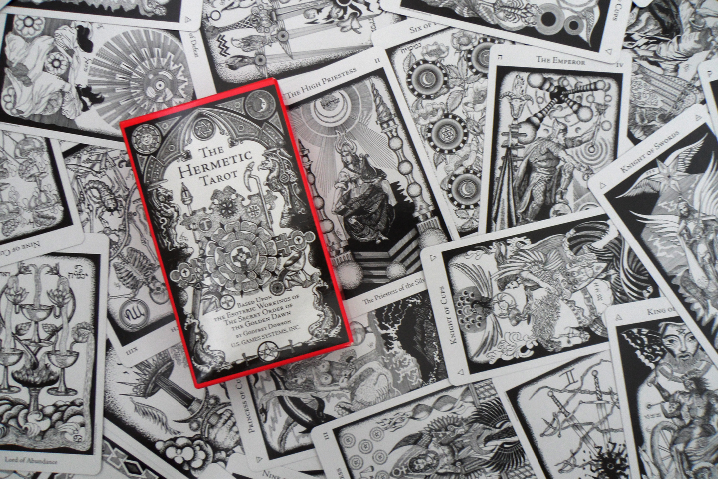The Hermetic Tarot on astrological symbols