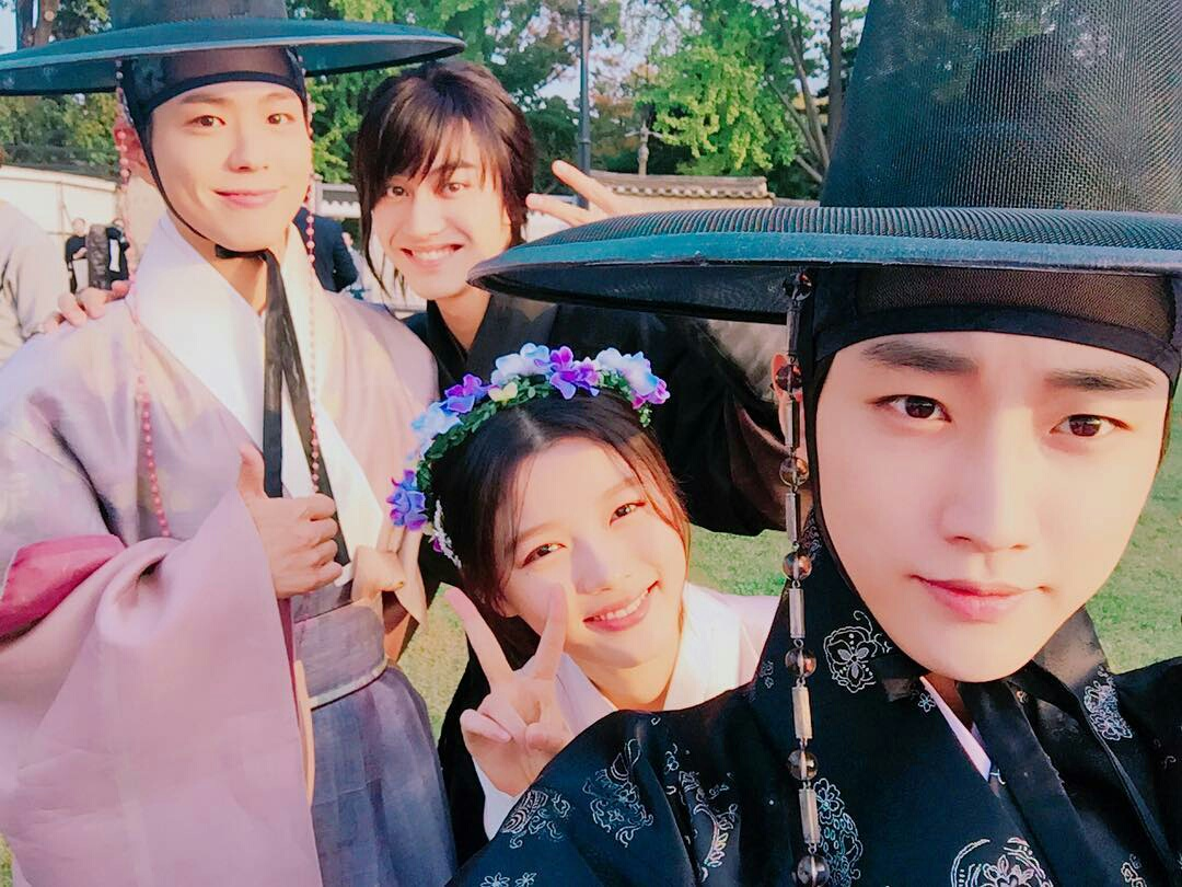 Phim Đẹp trai như Park Bo Gum vẫn bị fan nữ bơ đẹp-2016