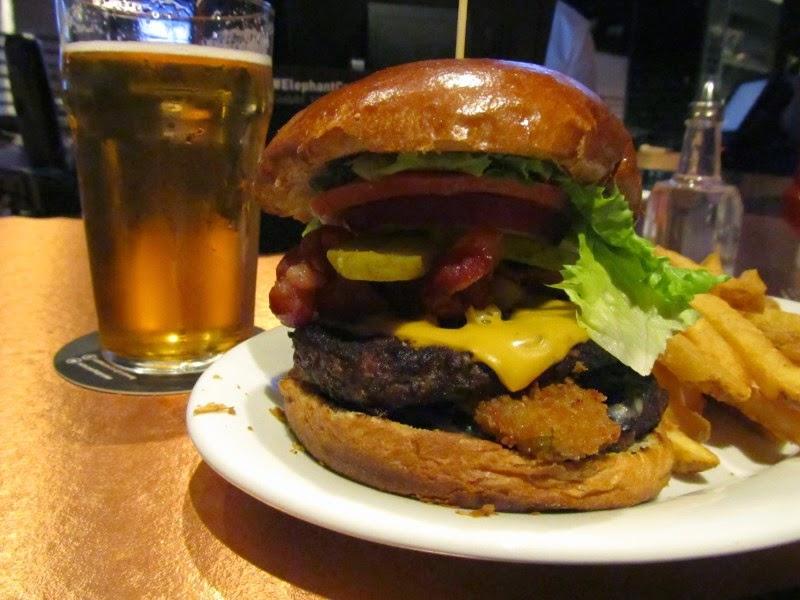Burger Club - Winnipeg: Elephant & Castle: 3.7/5