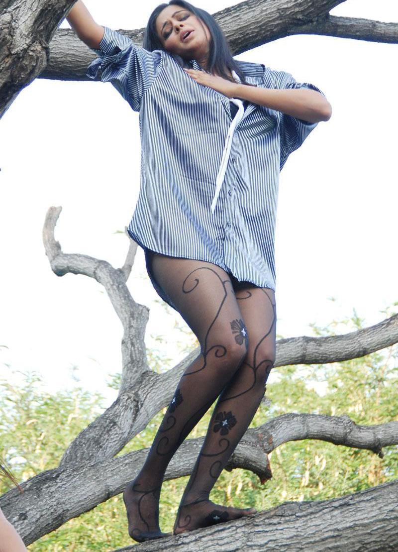 Nude girl dance