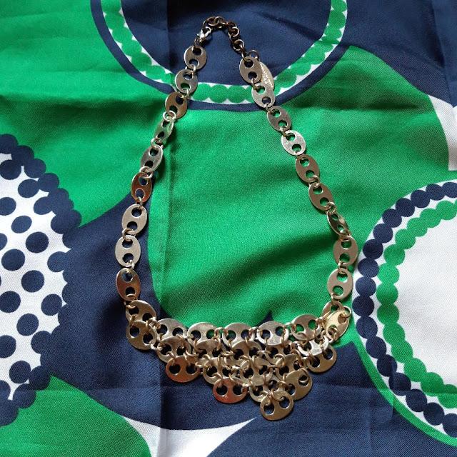 un foulard pop et un collier fantaisie Paco Rabanne  70s abstract scarf , Paco Rabanne necklace