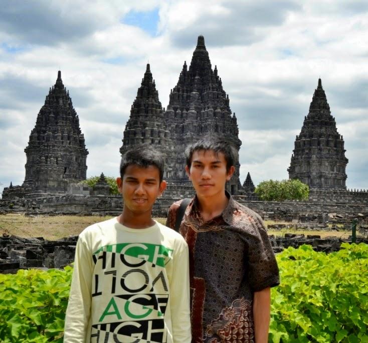 Zoe dan saya di Prambanan. FOTO : IST