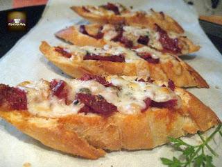 Tosta de Chorizo Ibérico con Queso de Cabra