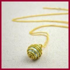 Colgante perlas y alambre