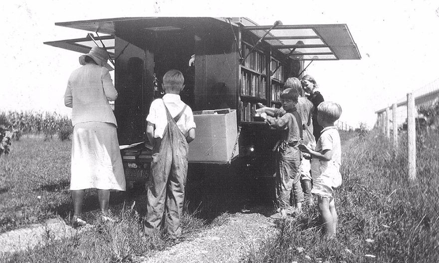 Before Amazon, We Had Bookmobiles 15+ Rare Photos Of Libraries-On-Wheels - The Library's Bookmobile On Compton Road, C.193