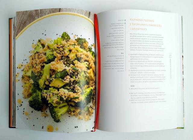 Komosa ryżowa z brokułem, sezamem i awokado