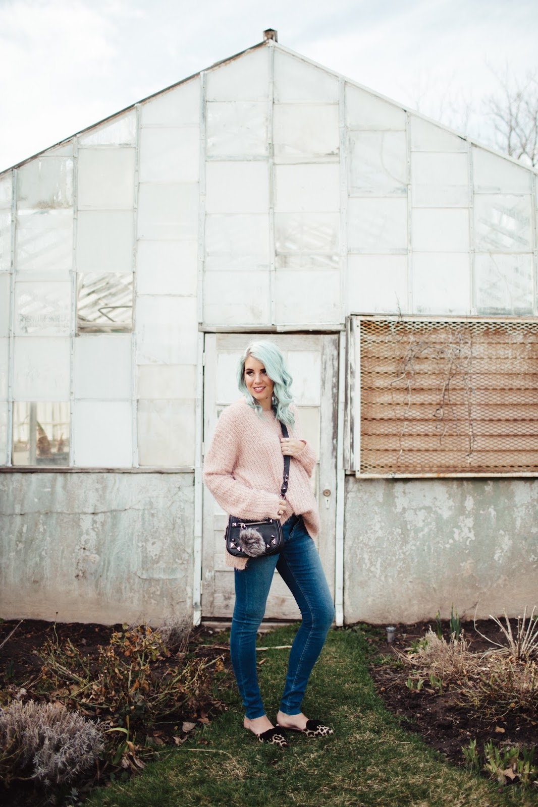 Fashion Blogger, Pink Sweater, Skinny Jeans