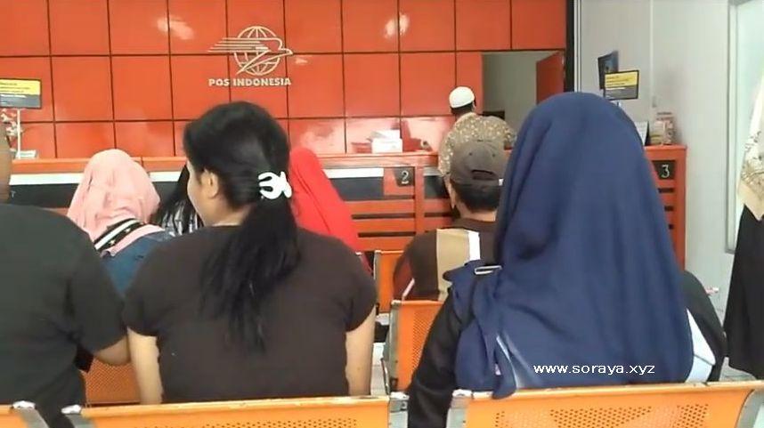 Soraya Gadis Berjilbab Biru di Kantor Pos Indonesia area Ciputat
