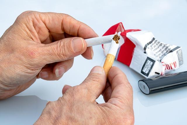 Dengan berhenti merokok, kamu bisa menghemat uang saku kamu, dan mengalihkannya untuk hal yang lebih bermanfaat