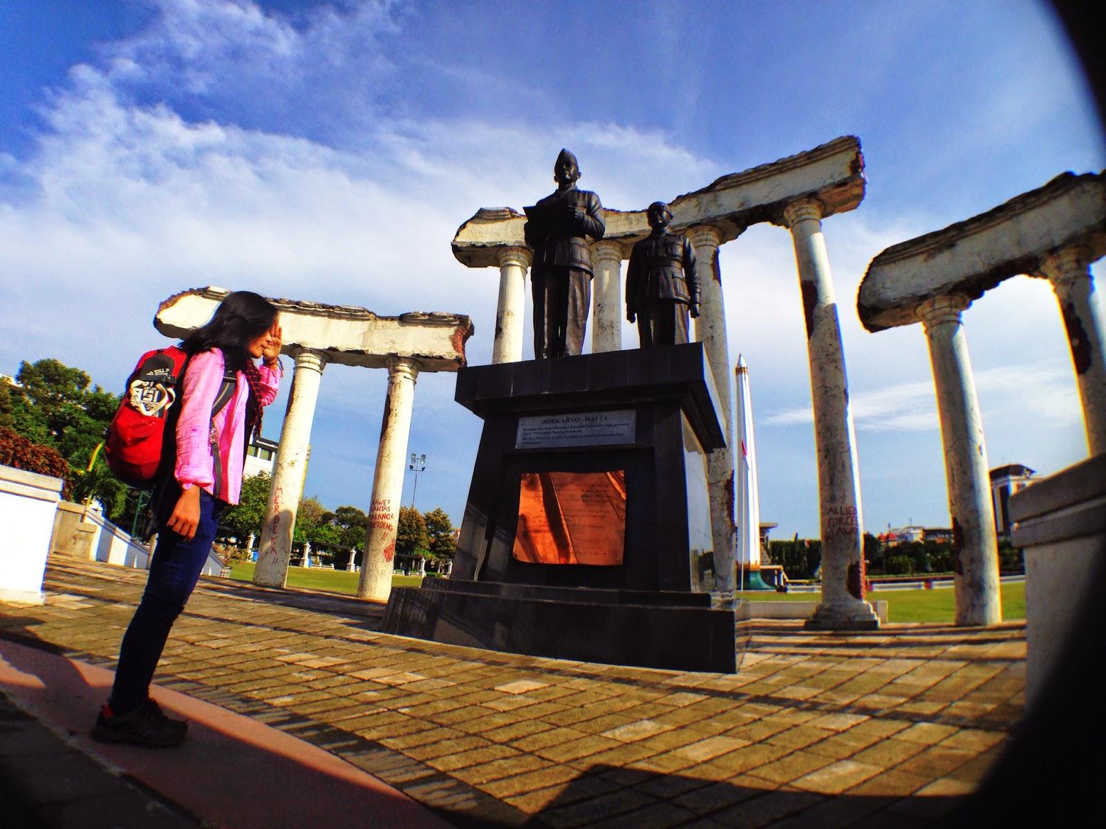 Satu Hari keliling Kota Surabaya - Perjalanannya Indah