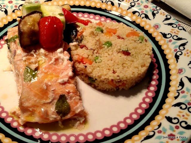 Papelote de Salmão com Couscous Marroquino