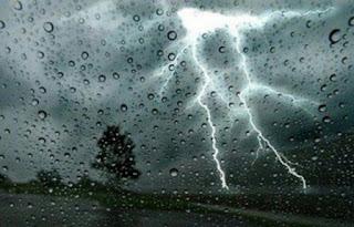 رياح قوية جدا مع نزول أمطار متفرقة