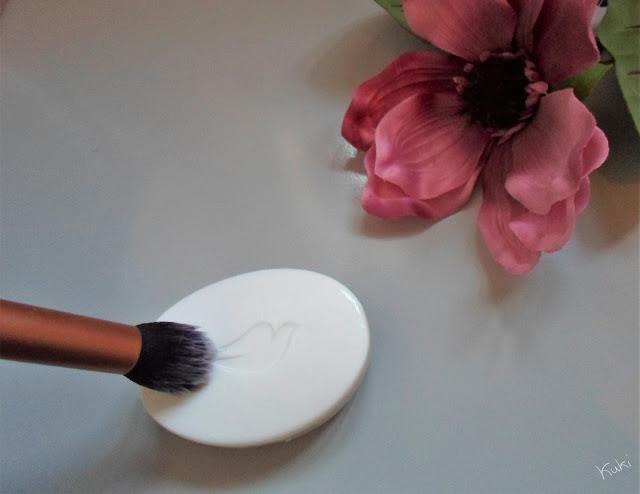 lavar pincel maquilhagem; sabonete Dove