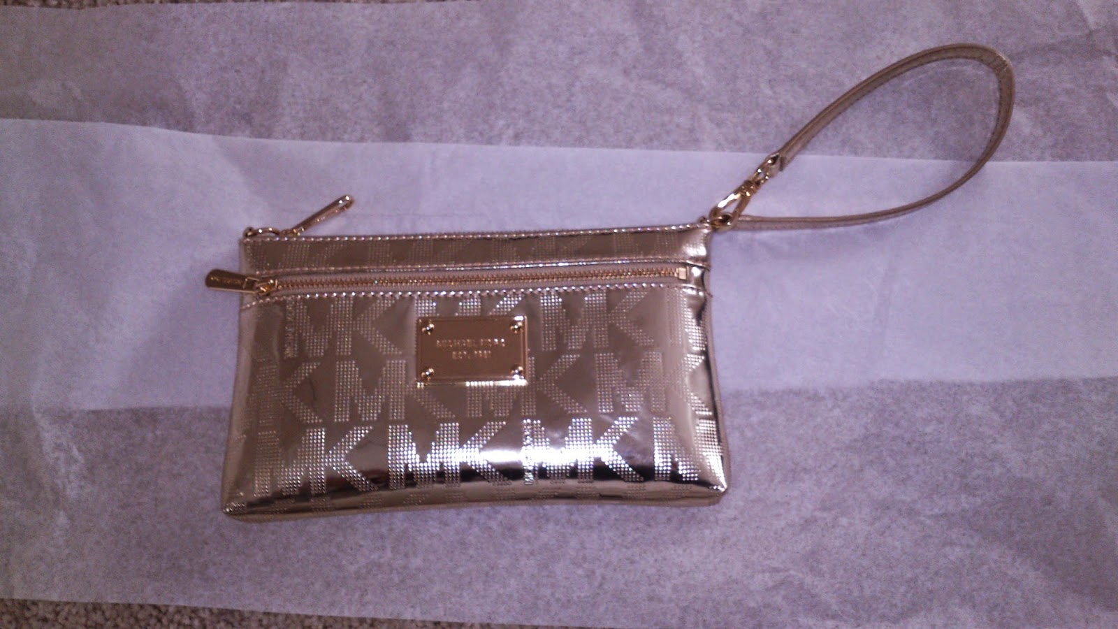 cluth dorado Michael Kors