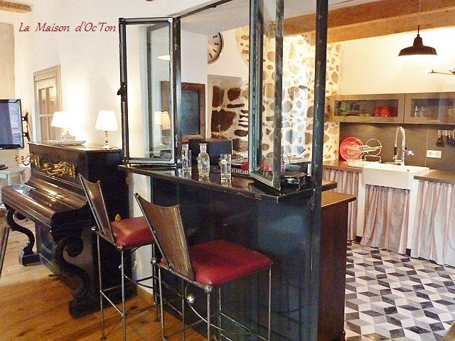 Salle a manger de la maison d 39 octon villa de charme la for Amenagement cuisine atypique