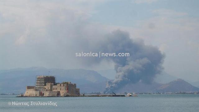 Εντυπωσιακή φωτογραφία από την πυρκαγιά στο Ναύπλιο