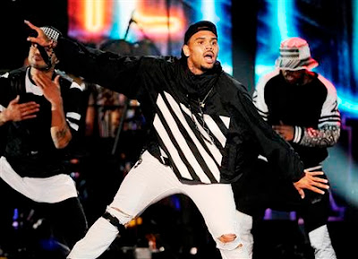 Foto de Chris Brown en el escenario