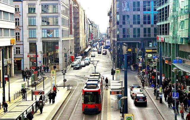 Compras na Rua Friedrichstrasse em Berlim