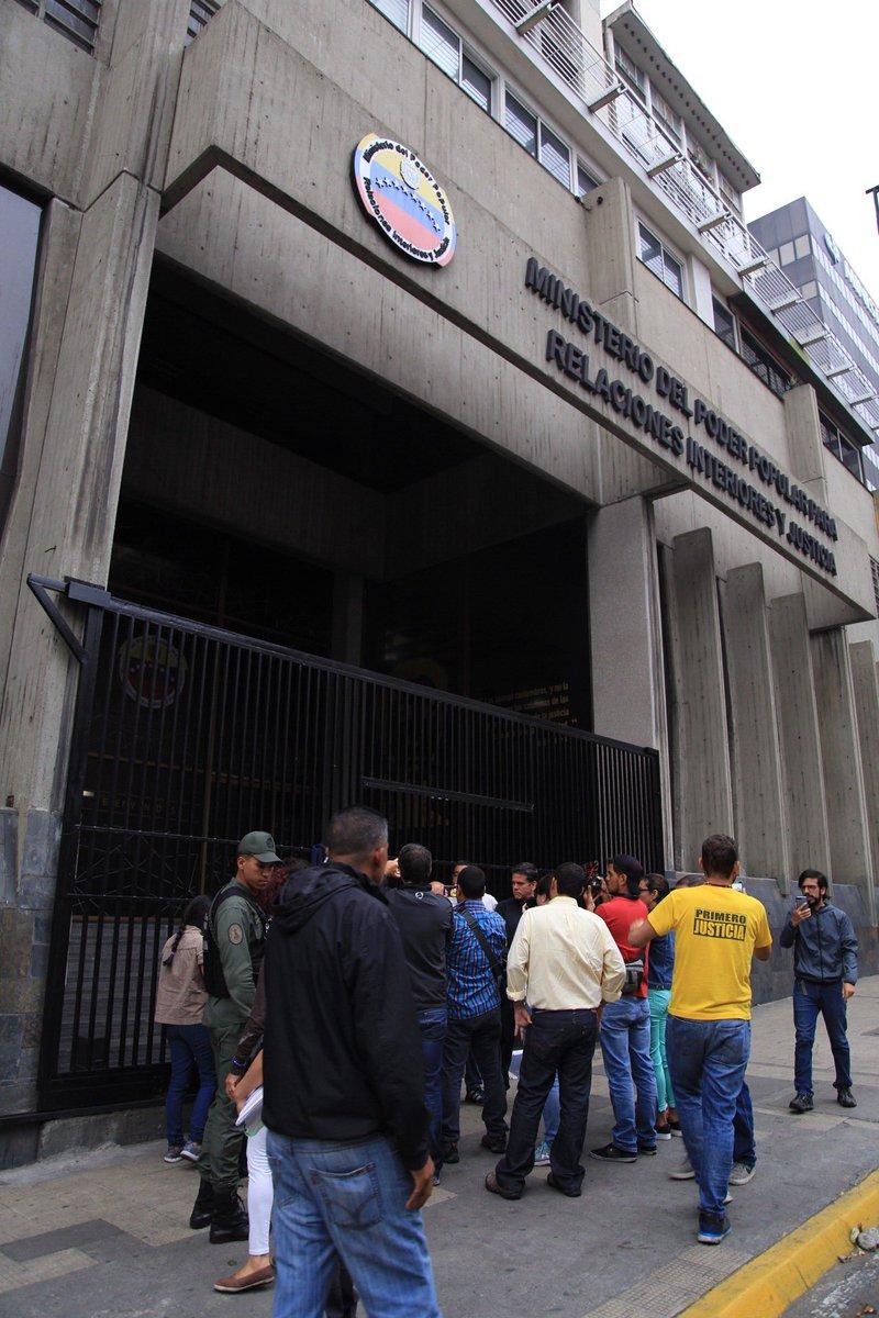 Diputados de la an dan madrugonazo en el ministerio de for Min interior y justicia