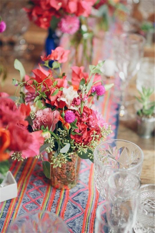 boda con toques bohemios centro floral colorido chicanddeco