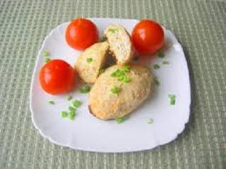kurinye-kotlety-s-kvashenoj-kapustoj