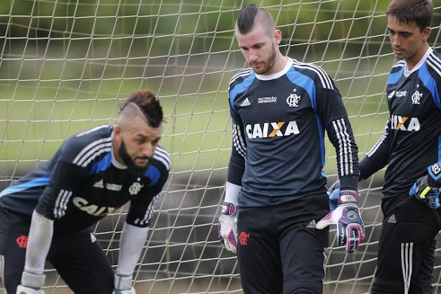 Alex Muralha estreia neste domingo pela vaga de titular no gol