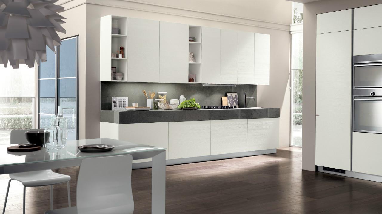 dapur rumah dengan detail warna hitam