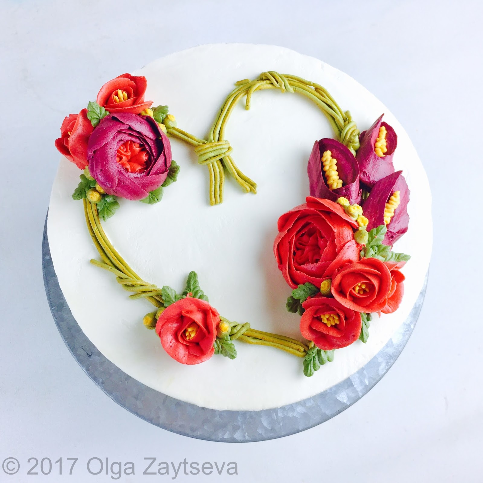 Cupcake flower design learn how to pipe calla lilies and roses and learn how to pipe calla lilies and roses and create this heart shaped buttercream flower wreath izmirmasajfo