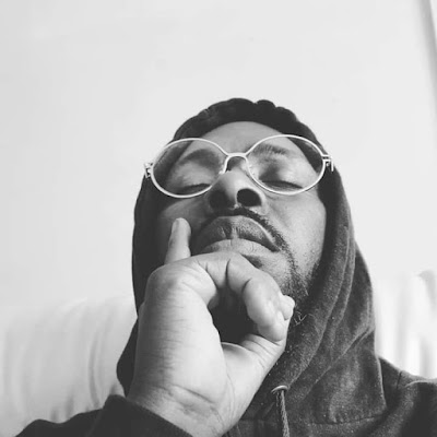 Dj Yobiza Feat. Scró Que Cuia & Os Moikanos - Oi Maná (Remix) (Afro House) Download Mp3
