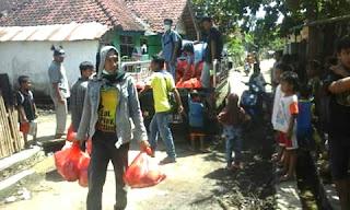 KKBD Sumba Timur Salurkan Bantuan Melalui Posko Relawan Mapala STKIP Bima