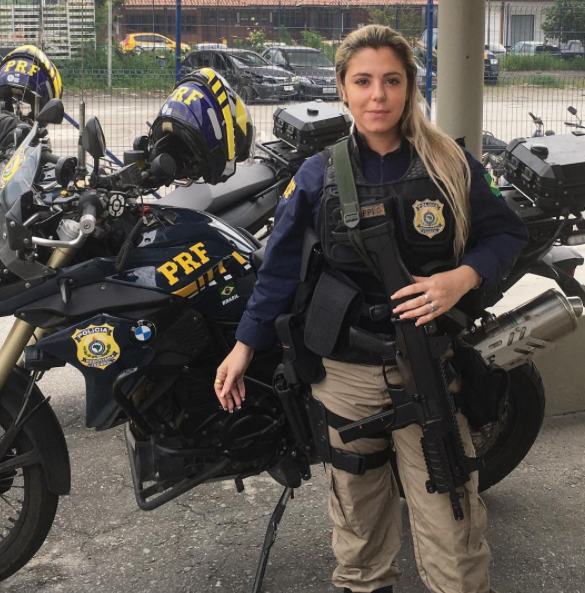 World's sexiest cop, Brazilian policewoman 'arrests hearts' with her bikini photos