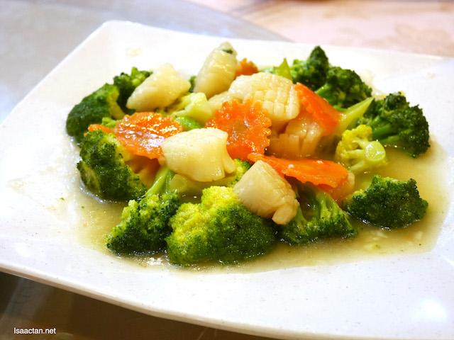 Stir Fried Broccoli with Scallop