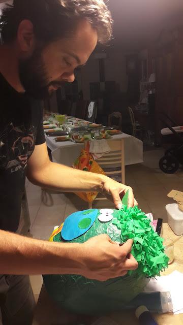 fabriquer pinata dragon etape oreille coller diy franges cheveux express rapide