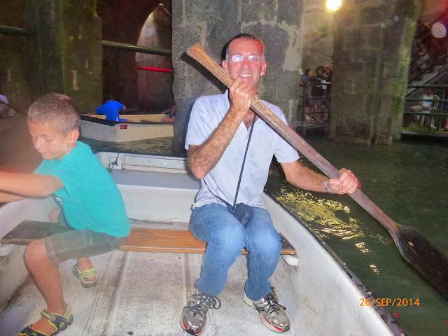 חתירה בסירה בבריכת הקשתות