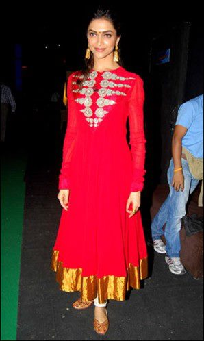 Gallery Images Of Deepika Padukone In Salwar Kameez
