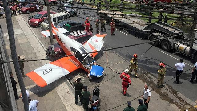 Περού: Αεροσκάφος συνετρίβη σε κεντρικό δρόμο (βίντεο)