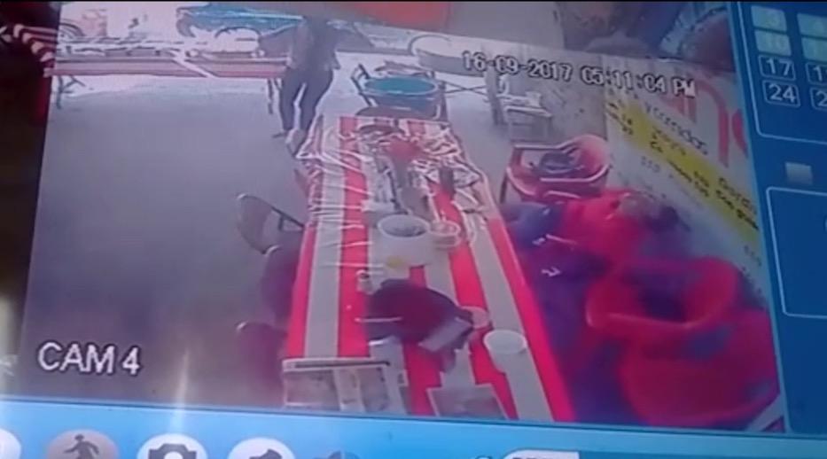 """Vídeo: Mujer herida persigue con una 5.7 """"Matapolicías"""" al sicario que ejecutó a su acompañante en León"""