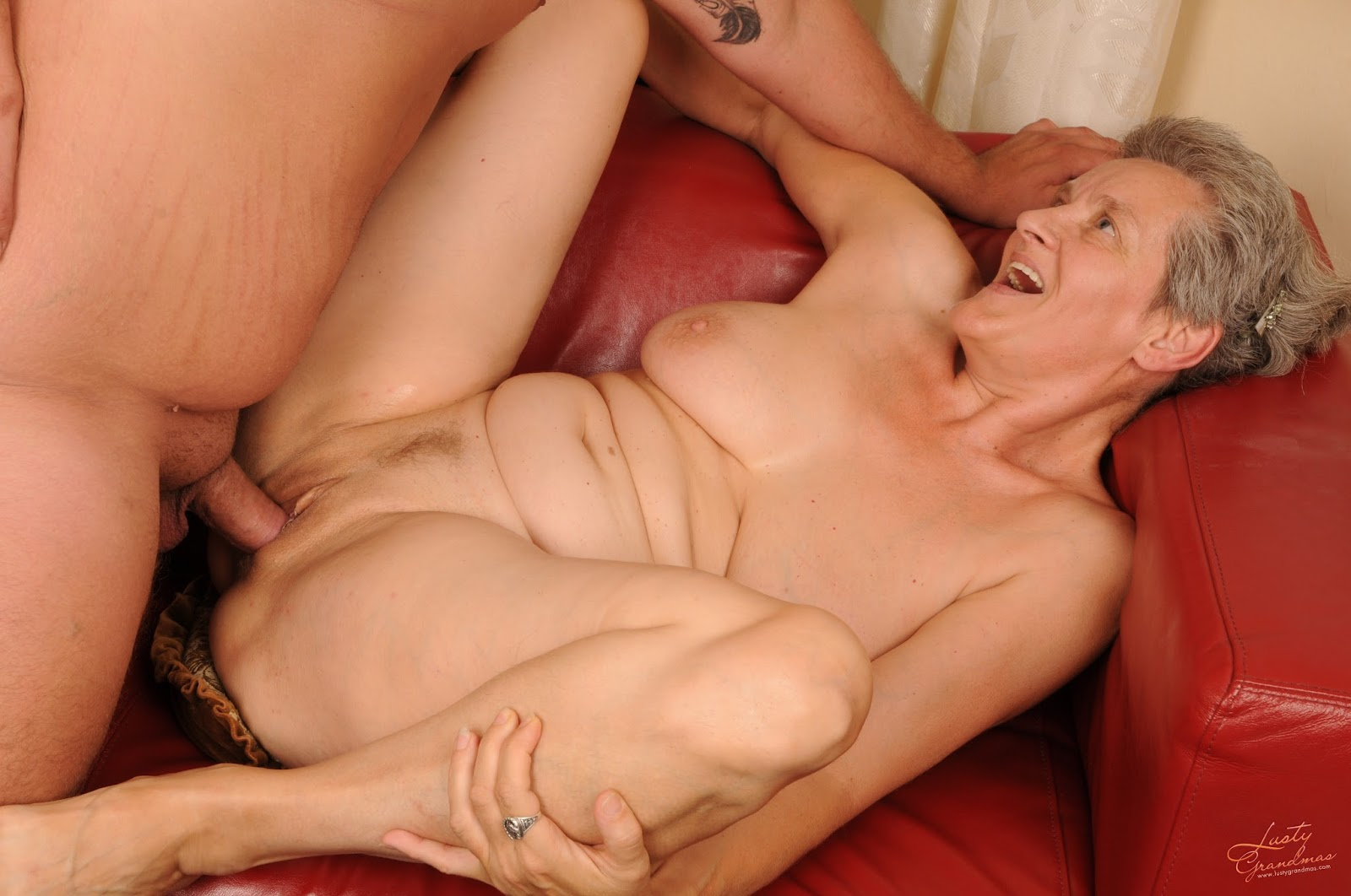 Mature woman loves to fuck