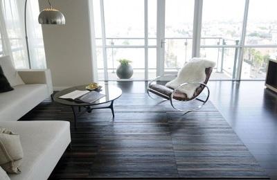 Buat karpet dari sabuk kulit bekas