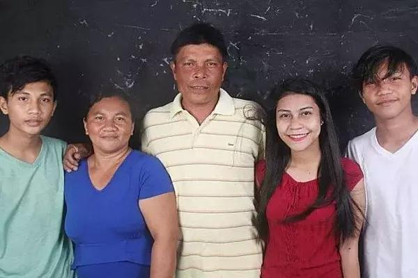 This Filipina Fish Vendor Made Her Family's Dream Come True And Her Story Is Worth Reading!