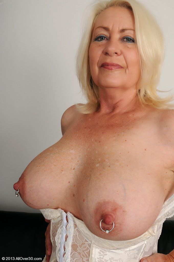 Mature pierced women over 30 - Naked pictures