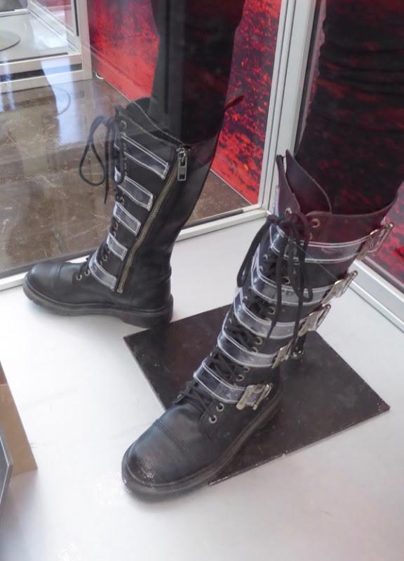 Joi boots Blade Runner 2049