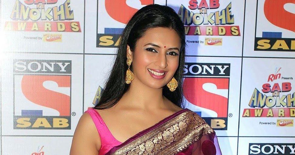 Indian Tv Actress Divyanka Tripathi Stills In Sleeveless Pink Saree