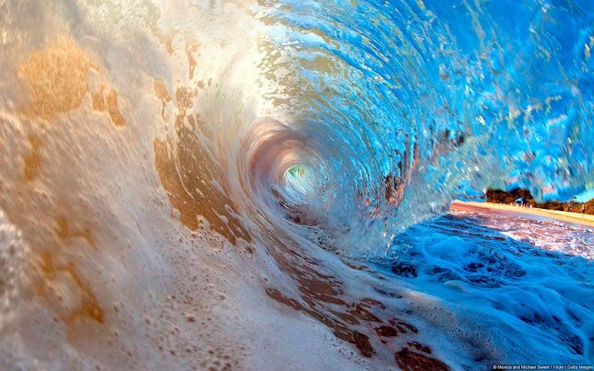 Breaking Wave at Secret Beach, Maui (Hawaii, U.S.)
