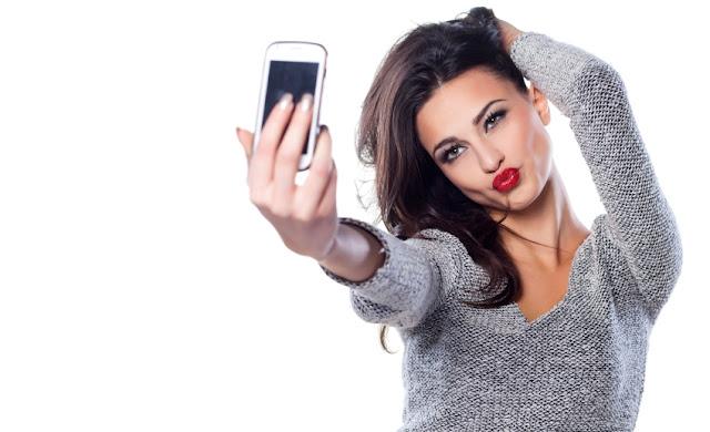 Buat yang Sering Selfie, Bisa Jadi Kesehatan Mentalnya Terganggu. Ini Penjelasanya!