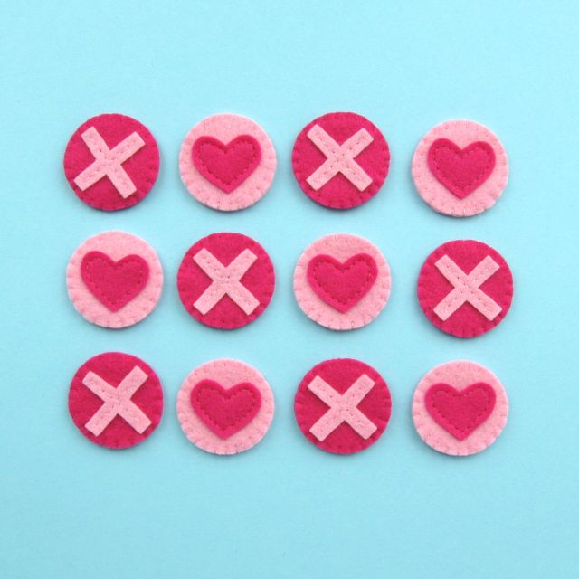 https://www.thevillagehaberdashery.co.uk/blog/2018/hearts-kisses-felt-tic-tac-toe-set-diy-for-valentines-day