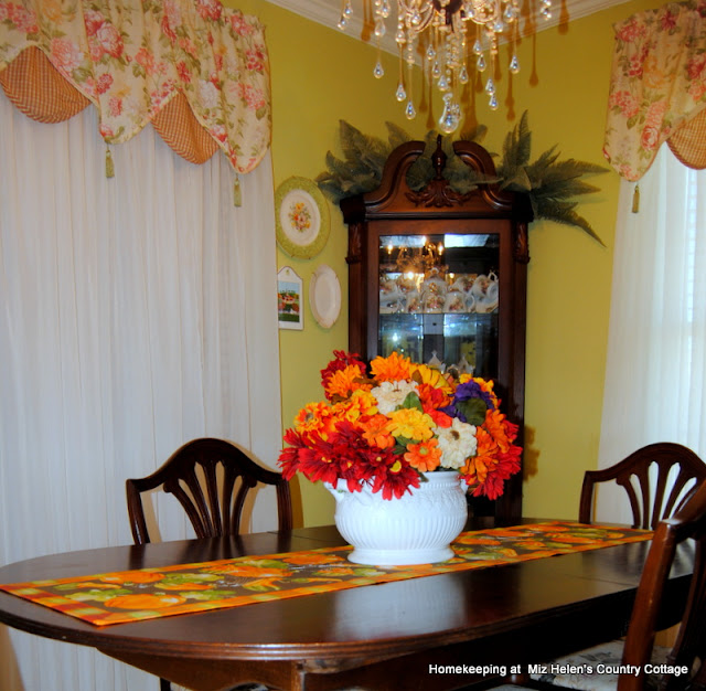 Fall Decor Inside and Out at Miz Helen's Country Cottage