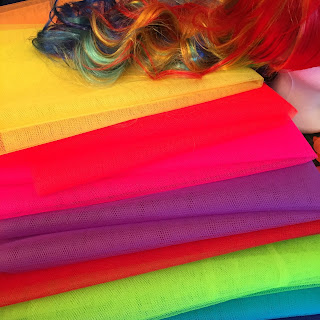 Tüll in Regenbogenfarben